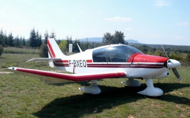 Robin DR400-140B Dauphin 4